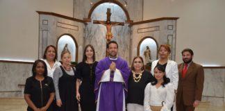 El-padre-Catalino-Tejada-junto-a-la-directiva-de-la-ADCS