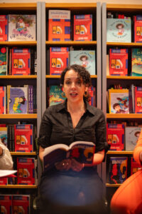 Angie Cruz autora de la novela